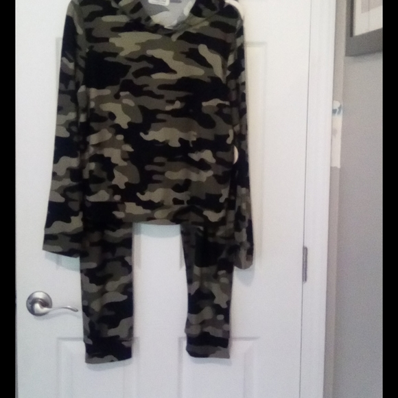 NWT Full Circle Trends Camo Hoodie and Pants XL